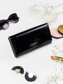 Жіночий шкіряний гаманець чорний 2102